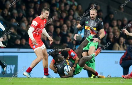 Kyle Eastmond of Leicester Tigers tackles Gabriel Ibitoye of Harlequins