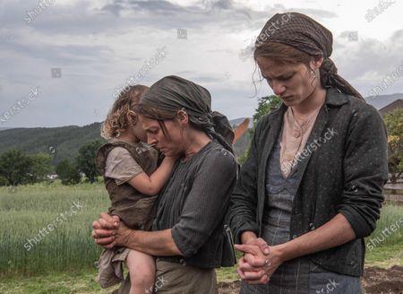 Maria Simon as Resie Schwaninger and Valerie Pachner as Fani Jägerstätter