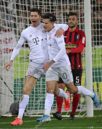 Bayern's Robert Lewandowski (C) celebrates with his team mate Philippe Coutinho (C) after scoring the 1-0 lead during the German Bundesliga soccer match between SC Freiburg vs FC Bayern Munich in Freiburg, Germany, 18 December 2019.
