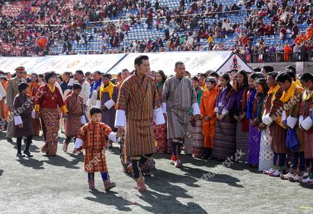 His Majesty The King Jigme Khesar Namgyel Wangchuck, His Royal Highness The Gyalsey, Her Majesty Gyalyum Tseyring Pem Wangchuck, and SH Jigme Ugyen and SH Jamyang Singye, meet the cultural performance participants