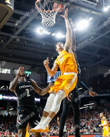 Olivier Nkamhoua, Keith Williams. Tennessee's Olivier Nkamhoua (21) shoots as Cincinnati's Keith Williams (2) looks on during the second half of an NCAA college basketball game, in Cincinnati