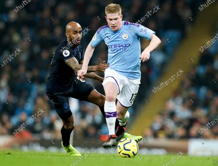 Kevin De Bruyne of Manchester City and Fabian Delph of Everton