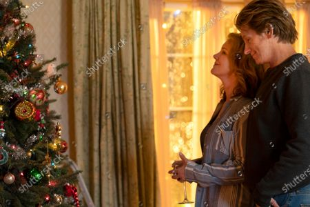Elizabeth Perkins as Ann Moody and Denis Leary as Sean Moody Sr.