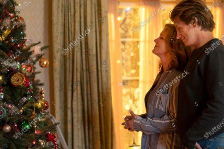 Elizabeth Perkins as Ann Moody and Denis Leary as Sean Moody Sr.
