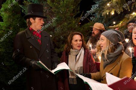 Denis Leary as Sean Moody Sr., Elizabeth Perkins as Ann Moody and Chelsea Frei as Bridget Moody