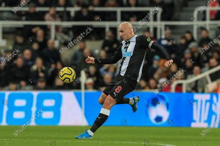 28th December 2019, St. James's Park, Newcastle, England; Premier League, Newcastle United v Everton : Jonjo Shelvey (8) of Newcastle United in action during the game 