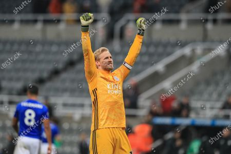 1st January 2020, St. James's Park, Newcastle, England; Premier League, Newcastle United v Leicester City : Kasper Schmeichel (1) of Leicester City celebrates with the traveling fans as Leicester win 0-3Credit: Mark Cosgrove/News Images
