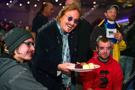 German singer and actor Frank Zander (C) serves dinner to homeless people during his annual Christmas party, in Berlin, Germany, 20 December 2019. Zander held the Christmas party for about 3,000 homeless people for the 25th time.