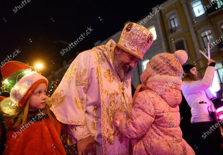 St. Nicholas communicates with children during the event.