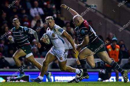 Billy Keast of Exeter Chiefs takes on Dan Cole of Leicester Tigers