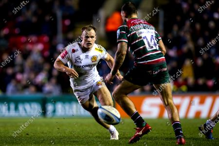 Stuart Townsend of Exeter Chiefs takes on Adam Thompstone of Leicester Tigers