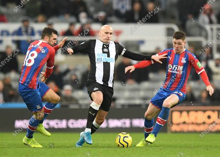 Jonjo Shelvey of Newcastle United (centre) fends off James McCarthy of Crystal Palace (right) and James McArthur of Crystal Palace