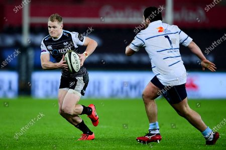 Ospreys vs Cardiff Blues. Aled Davies of Ospreys is marked by Brad Thyer of Cardiff Blues