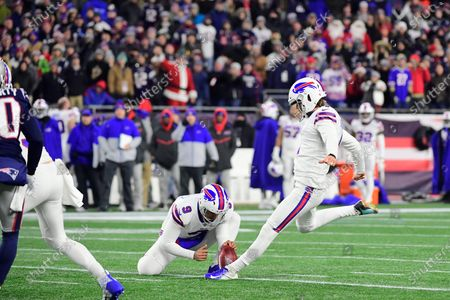 Buffalo Bills kicker Stephen Hauschka (4) kicks a field goal during the NFL football game between the Buffalo Bills and the New England Patriots at Gillette Stadium, in Foxborough, Massachusetts. The Patriots defeat the Bills 24-17