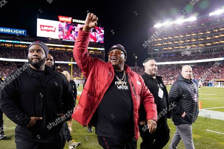 Musician E-40, center, gestures during an NFL football game between the San Francisco 49ers and the Los Angeles Rams in Santa Clara, Calif
