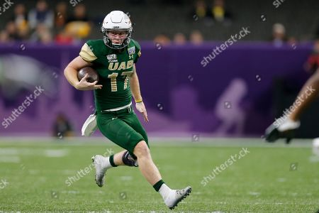 UAB quarterback Tyler Johnston III (17) runs the ball during the second half of the New Orleans Bowl NCAA college football game against Appalachian State in New Orleans