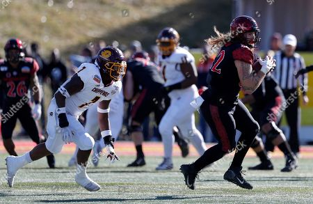 Parker Houston, Michael Oliver. San Diego State tight end Parker Houston (82) catches a pass followed by Central Michigan linebacker Michael Oliver (7) during the first half of the New Mexico Bowl NCAA college football game on in Albuquerque, N.M