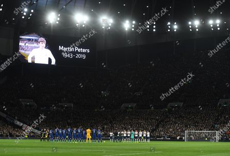 Chelsea's and Tottenham Hotspur's players observe a minute silence for England world cup winner Martin Peters during the English Premier league soccer match between Tottenham Hotspur and Chelsea held at the Tottenham Hotspur stadium in London, Britain, 22 December 2019.