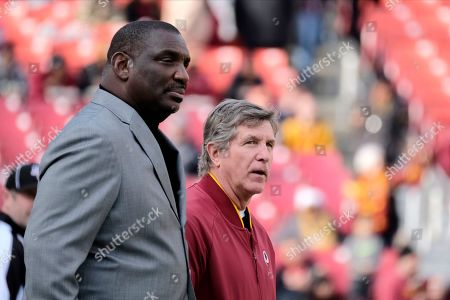 Doug Williams, left, senior vice president of player personnel for the Washington Redskins, stands with interim head coach Bill Callahan prior to an NFL football game against the New York Giants, in Landover, Md
