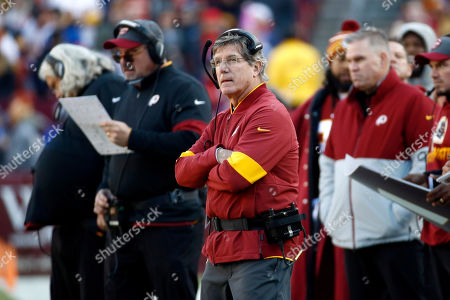 Washington Redskins interim head coach Bill Callahan, center, looks on during the first half of an NFL football game against the New York Giants, in Landover, Md