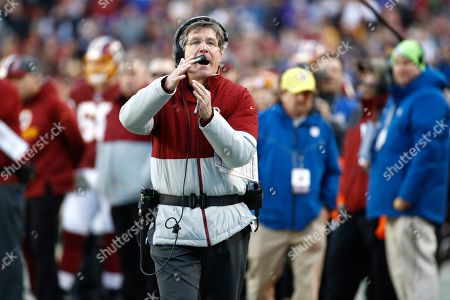 Washington Redskins interim head coach Bill Callahan calls for time out against the New York Giants during the second half of an NFL football game, in Landover, Md
