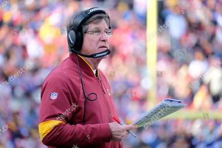 Washington Redskins interim head coach Bill Callahan stands on the sideline during an NFL football game against the New York Giants, in Landover, Md