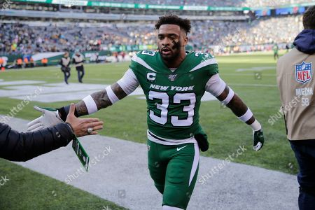 New York Jets strong safety Jamal Adams (33) greets a fan before an NFL football game against the Pittsburgh Steelers, in East Rutherford, N.J