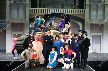 Alice Haig as Miss Verity, Dermot Canavan as as Frank, Devarnie Lothian as Dazza, Grandpa's Great Escape Live, Jasmyn Banks as Shelley, John Marquez as Dad/ Barry, Kammy Darweish as Raj, Nigel Planer as Grandad, Niky Wardley as Patricia, Paul Putner as Nurse Blossom, Richard James as Nurse Rose, Siobhan Redmond as Miss Dandy/Reverend Fine and Tom Cawte as Grandson Jack
