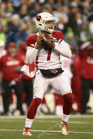 Arizona Cardinals quarterback Brett Hundley (7) in the pocket looking to pass during a game between the Arizona Cardinals and Seattle Seahawks at CenturyLink Field in Seattle, WA. The Cardinals defeated the Seahawks 27-13