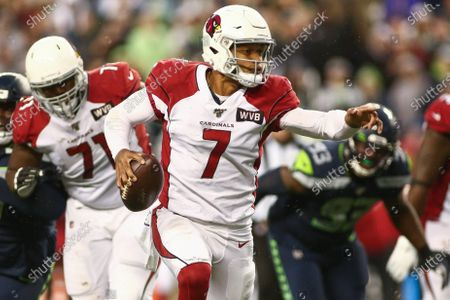 Arizona Cardinals quarterback Brett Hundley (7) directs his receivers during a game between the Arizona Cardinals and Seattle Seahawks at CenturyLink Field in Seattle, WA. The Cardinals defeated the Seahawks 27-13