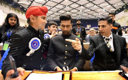Best Child Artist award winners Sameep Singh Ranaut for Harjeeta, Talha Arshad Reshi for Hamid, click a selfie with Vicky Kaushal and Akshay Kumar