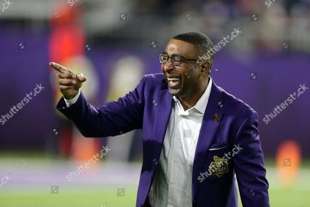 Former Minnesota Vikings wide receiver Cris Carter stands on the field before an NFL football game between the Vikings and the Green Bay Packers, in Minneapolis