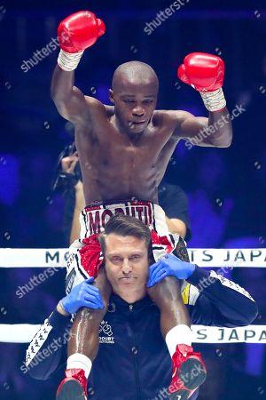 Moruti Mthalane celebrates after the bout