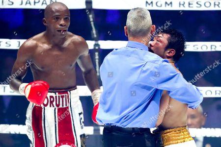 Referee Mario Gonzalez stops the bout between Moruti Mthalane and Akira Yaegashi