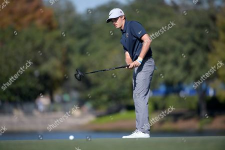 Leo Goosen, son of Retief Goosen, watches his putt on the 18th green during the first round of the Father Son Challenge golf tournament, in Orlando, Fla