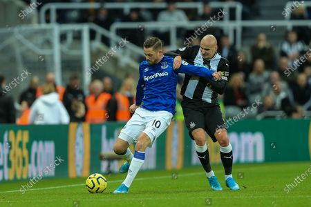 Gylfi Sigurdsson (#10) of Everton defends the ball from the challenge of Jonjo Shelvey (#8) of Newcastle United during the Premier League match between Newcastle United and Everton at St. James's Park, Newcastle