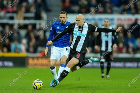 Jonjo Shelvey (#8) of Newcastle United clears the ball under pressure from Gylfi Sigurdsson (#10) of Everton during the Premier League match between Newcastle United and Everton at St. James's Park, Newcastle