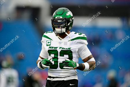 New York Jets strong safety Jamal Adams (33) warms up before an NFL football game against the Buffalo Bills, in Orchard Park, N.Y