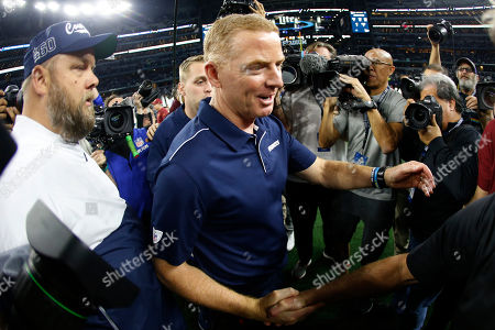 Dallas Cowboys head coach Jason Garrett, center, reaches out to greet Washington Redskins head coach Bill Callahan greet following an NFL football game in Arlington, Texas
