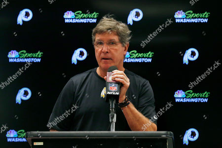 Washington Redskins head coach Bill Callahan takes part in a news conference following an NFL football game against the Dallas Cowboys in Arlington, Texas