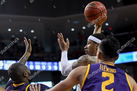 Auburn guard Samir Doughty (10) passes the ball around Lipscomb center Ahsan Asadullah (23) and guard Andrew Fleming (2) during the second half of an NCAA college basketball game, in Auburn, Ala