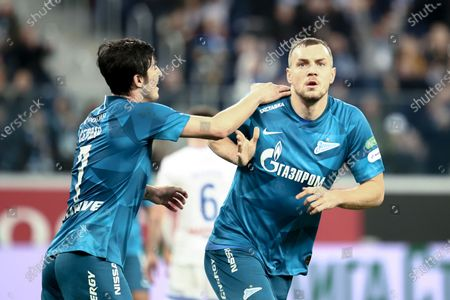 Artem Dzyuba (R) and Sardar Azmoun (L) of Zenit celebrate a goal