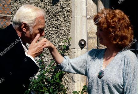 Marius Goring as Heinz and Frances Cuka as Gwen
