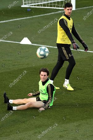 Real Madrid's Alvaro Odriozola (L) and goalkeeper Thibaut Courtois (R) attend the team's first training session after the Christmas recess at the Alfredo Di Stefano sports complex in Madrid, Spain, 30 December 2019.