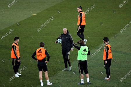 Real Madrid's head coach Zinedine Zidane (C) leads the team's first training session after the Christmas recess at the Alfredo Di Stefano sports complex in Madrid, Spain, 30 December 2019.