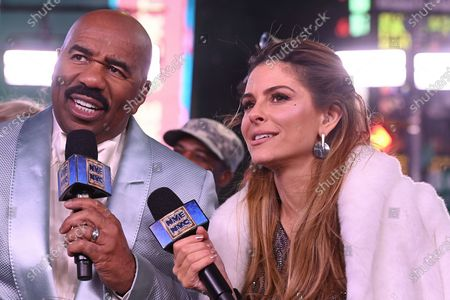 Steve Harvey, Maria Menounos