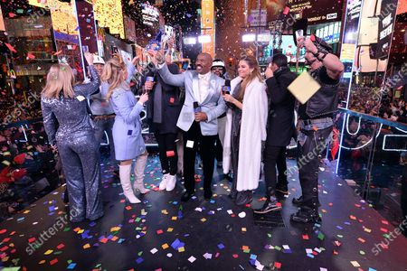 Lauren Alaina, Rob Gronkowski, Steve Harvey, Maria Menounos, The Village People