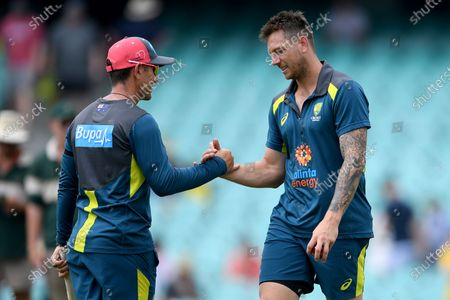 Australian coach Justin Langer (left) and James Pattinson speak during the warm up on day 1 of the third Test Match between Australia and New Zealand at the Sydney Cricket Ground (SCG) in Sydney, Australia, 03 January 2020.