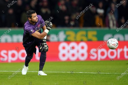 Manchester United's goalkeeper Sergio Romero during the English FA Cup soccer match between Wolverhampton Wanderers and Manchester United at the Molineux stadium in Wolverhampton, Britain, 04 January 2020.