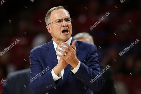 Oklahoma head coach Lon Kruger gestures in the second half of an NCAA college basketball game against Kansas State in Norman, Okla